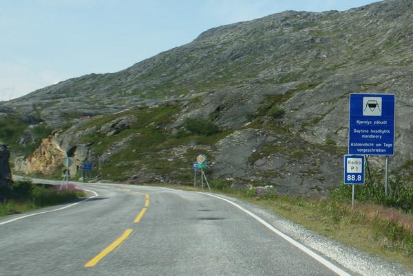 В Норвегии предпочитают желту разметку