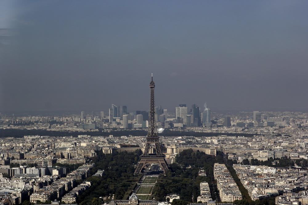 Париж, вид на Марсово поле и Эйфелеву башню с Монпарнаса