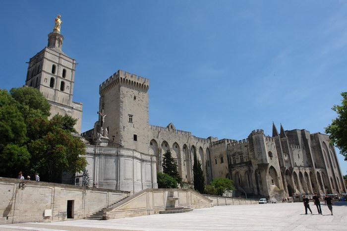 Дворец Пап в Авиньоне и Нотр-Дам де Дом