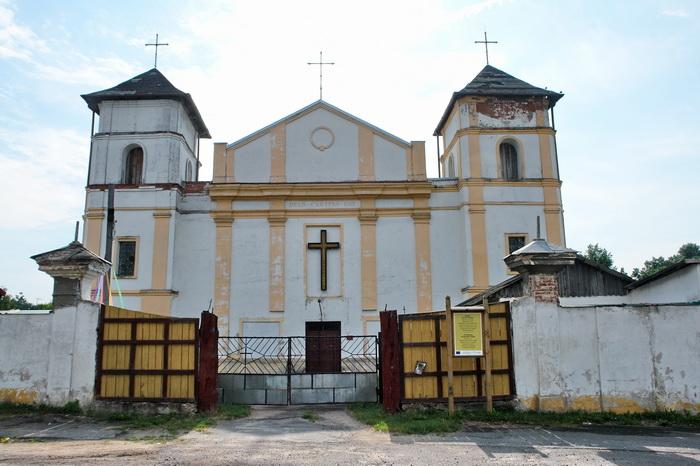 Высокое Троицкий костел