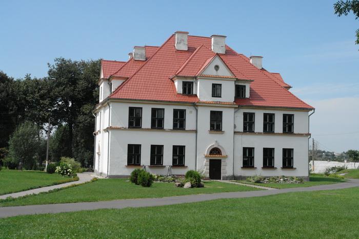 Каменец. здание гимназии