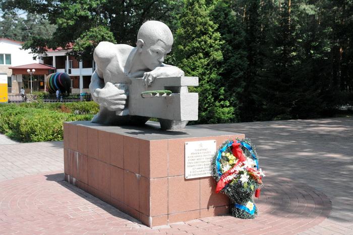 Беловежская пуща, Памятник солдатам Великой отечественной