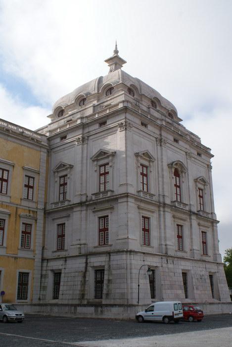 Португалия. Дворец в Мафре