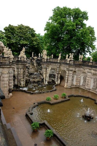 Дрезден, Цвингер, Французский павильон, Фонтан Нимф