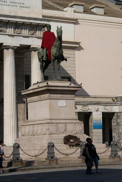 Италия, Генуя, Палаццо Дукале, памятник Гарибальди