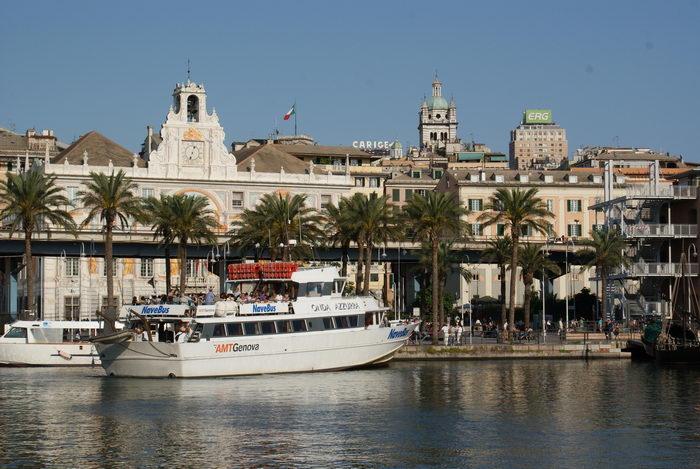 Италия, Генуя, прогулочная лодка