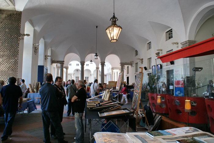 Италия, Генуя, Палаццо Дукале, антикварный рынок
