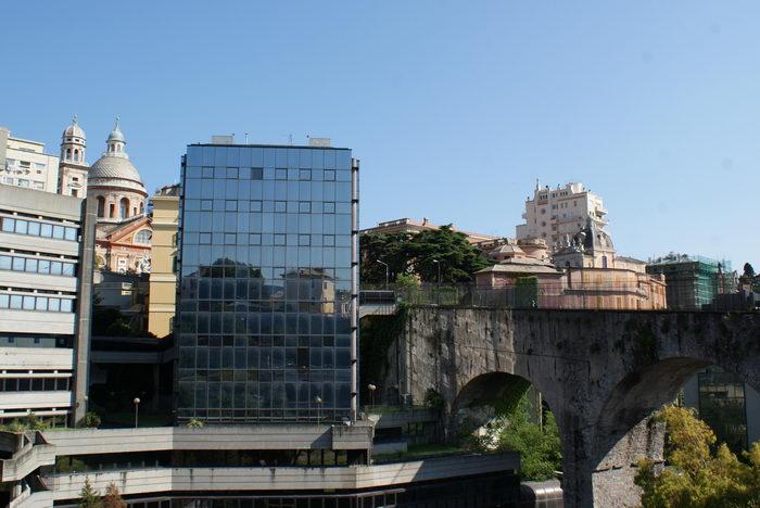 Италия, Генуя, старое и новое