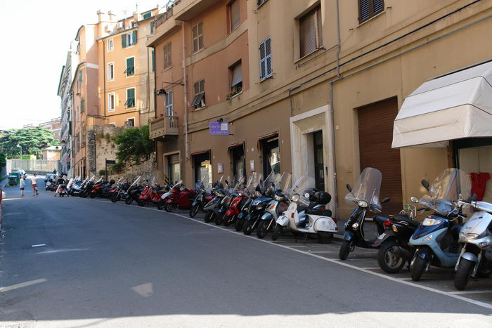 Италия, Генуя, мопеды