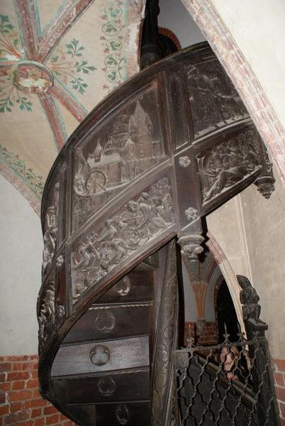 Мальборк, Верхний замок, резная лестница