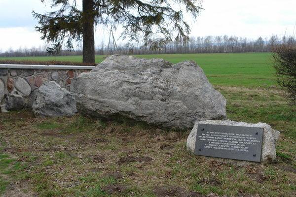 Грюнвальд поле битвы, часовня в честь Юнгингена. камень Ягайлы