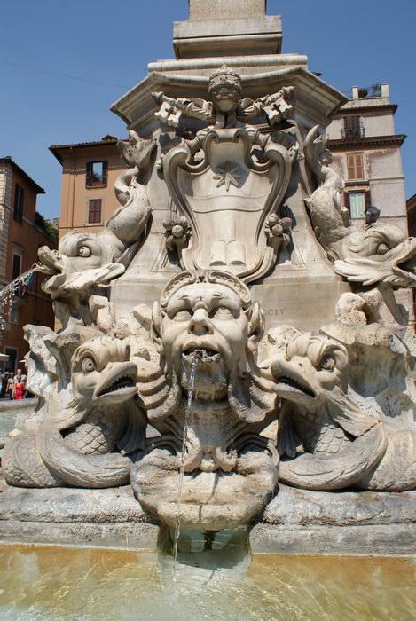 Рим, фонтан у Пантеона