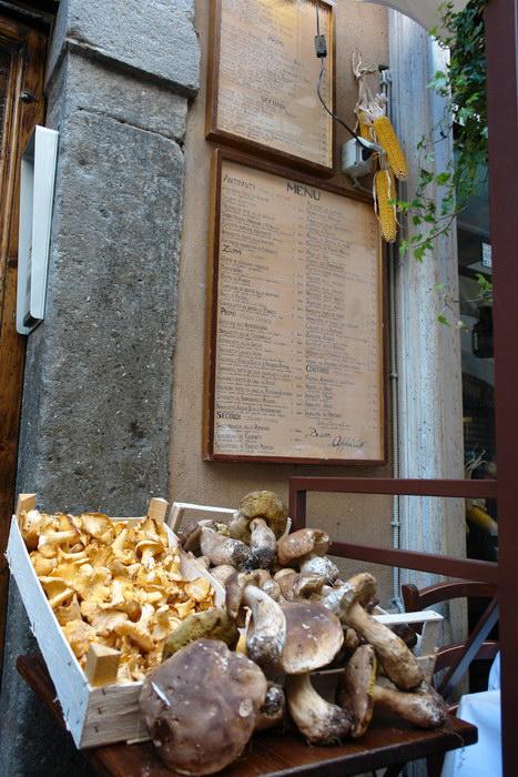 Рим, лисички и боровики