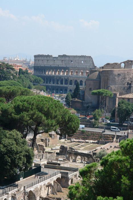 Рим, Форум и Коллизей, вид с монумента Виктору-Эммануилу
