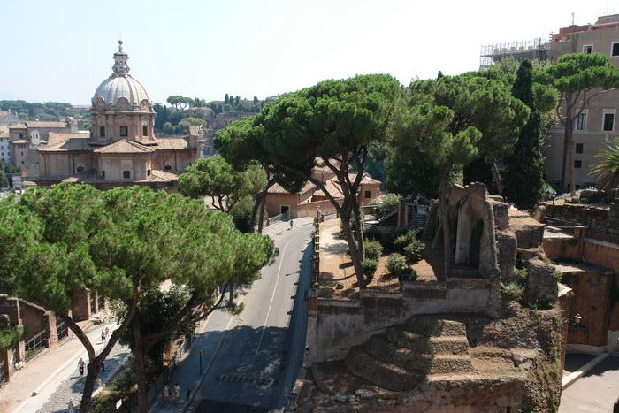 Рим, вид с монумента объединения Италии на Форум Романум и Палатин