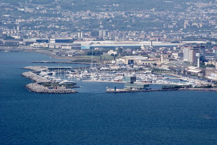 Вид на Кастелламмаре ди Стабия, неаполитанский залив, Везувий с монте Фаито