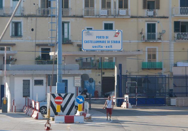 В порту Кастелламмаре ди Стабия