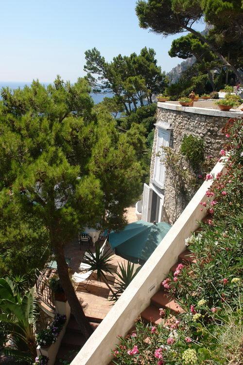 остров Капри, Марина Пиккола, пляжи и виллы