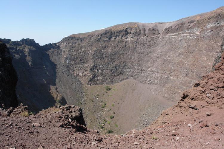 Везувий кратер