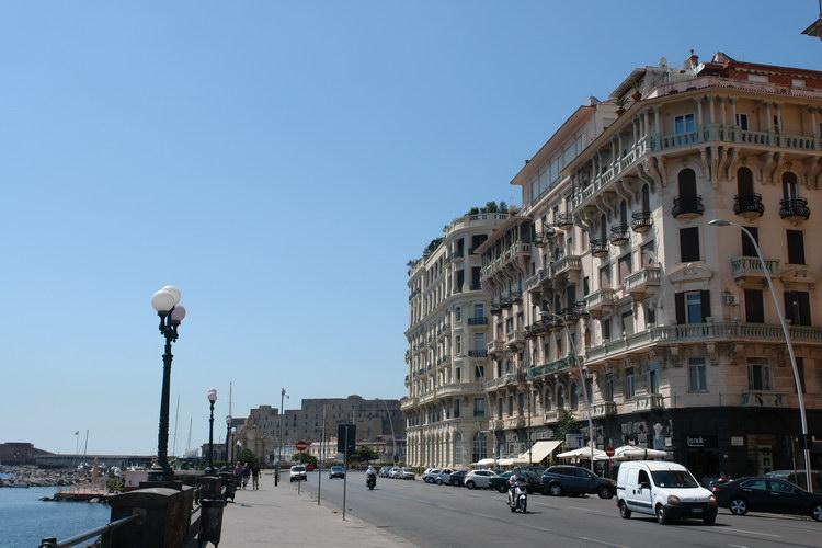 Неаполь, набережная