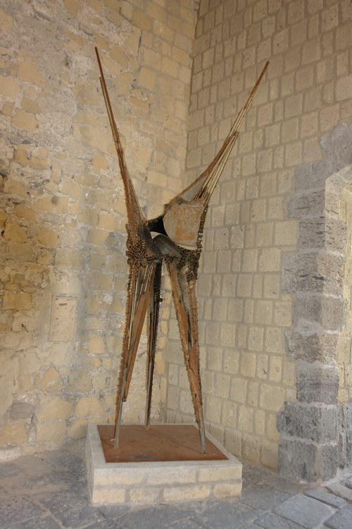 Неаполь, скульптура в замке яйца