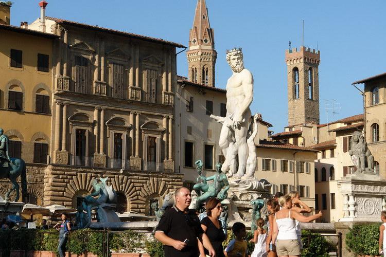 Флоренция, Статуи у Понте Веккио