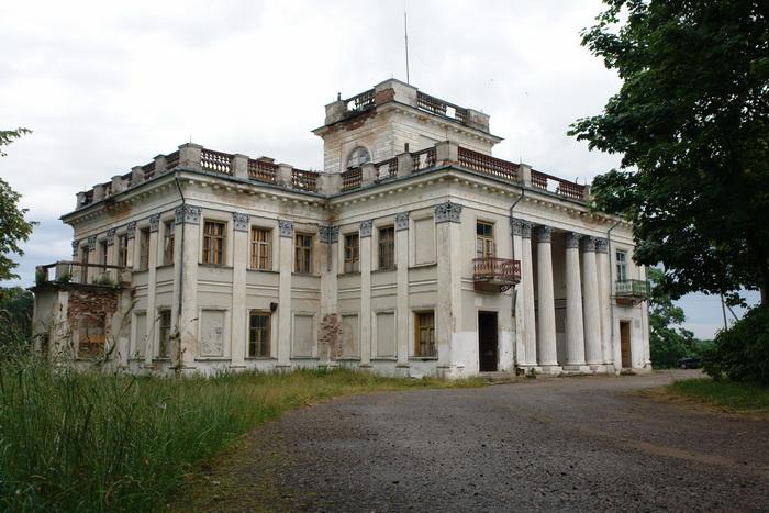 Жемыславль дворец Уместовских, лето