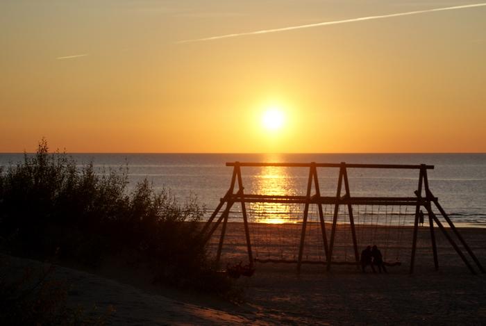 Латвия. Вентспилс. Пляж. Закат