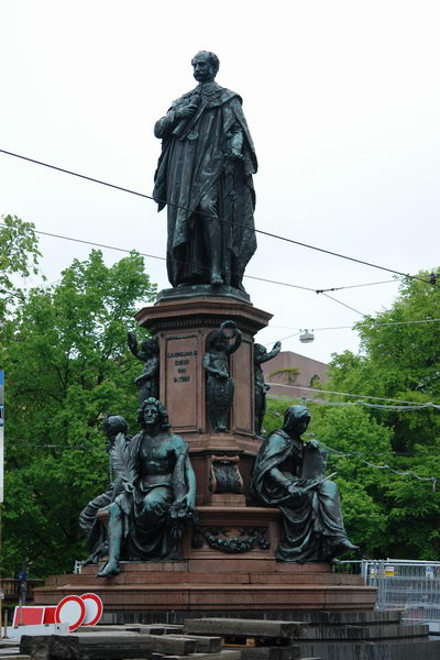 Мюнхен памятник Максимилиану