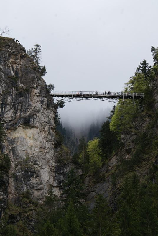 замок Людвига Баварского Нойшванштайн, водопад, мост св. Марии