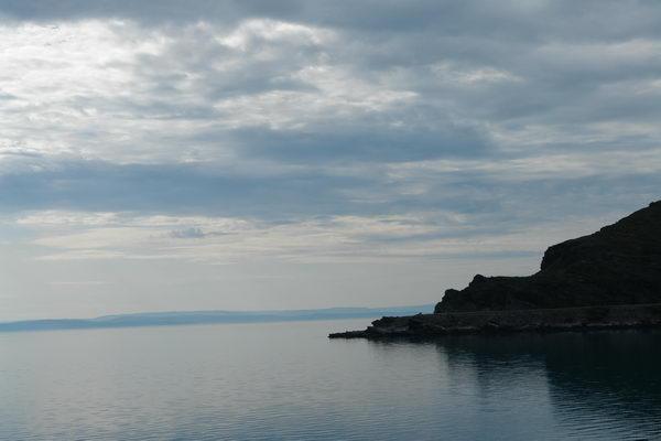 Утром мы отправились на Нордкапп. Е69 идет вдоль берега фьорда