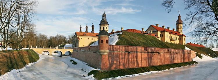 Панорама Несвижского замка со стороны бастиона облицованного кирпичом