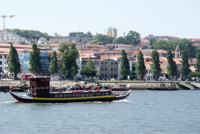 Порту лодка для туристов