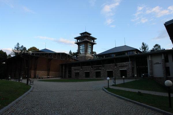 Беловежская пуща, Беловеж, Гостиничный комплекс, музей, правление заповедника на месте царского дворцы