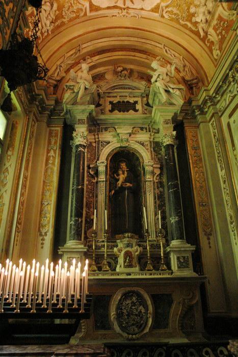 Равенна, Базилика Сант-Аполлинаре-Нуово, алтарь и часовни