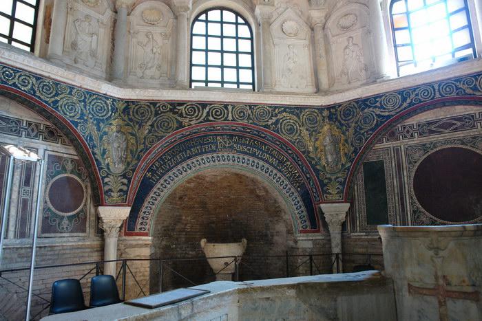 Равенна, баптистерий Неона, мозаики