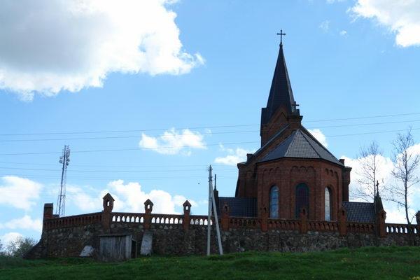 Опса, неоготический костел Иоанна Крестителя начала XX века