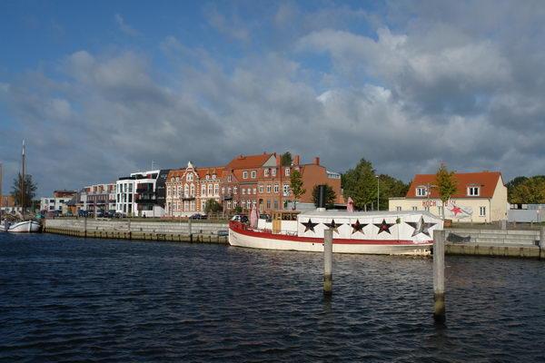 Гавань с четырьмя десятками музейных судов Грейфсвальд. Мекленбург – Передняя Померания
