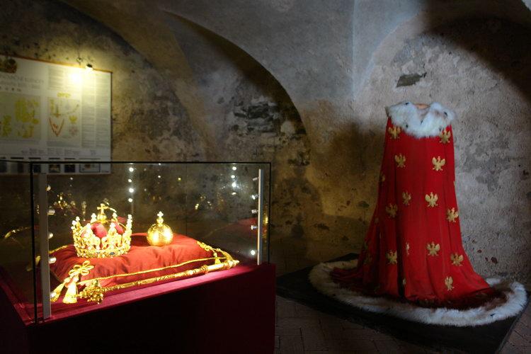 замок в Старой Любовне, Словакия