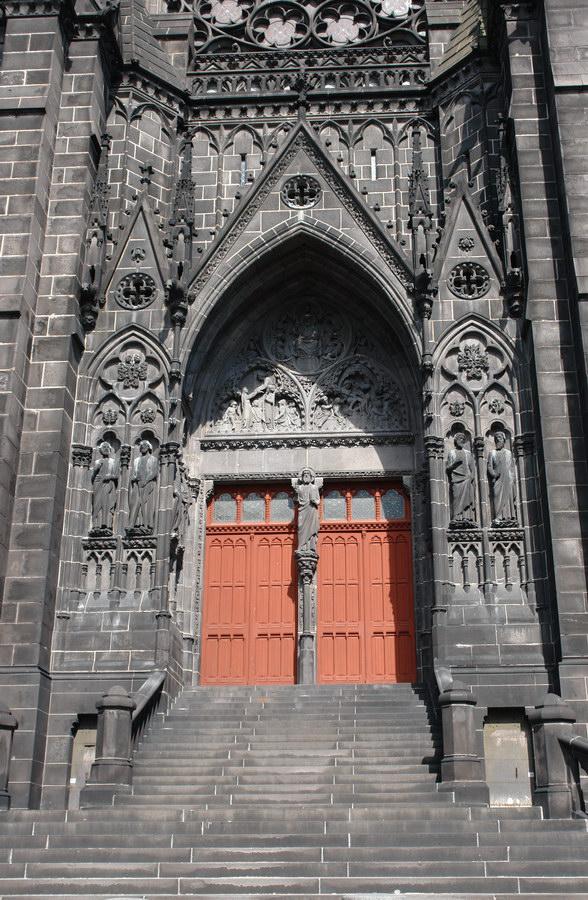 Клермон-Ферран. Черный собор Нотр Дам.