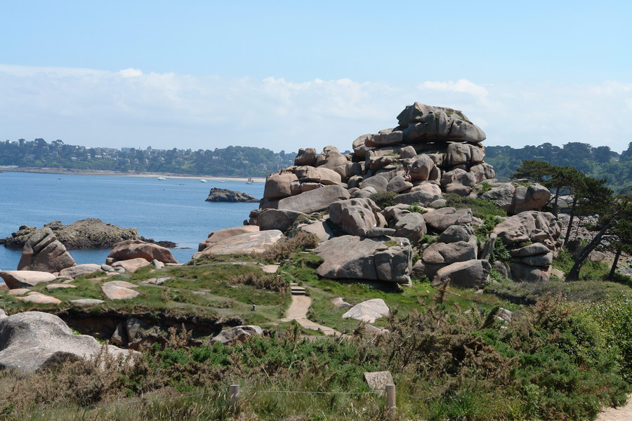 Бретань. Кот д'Армор. Гранитные скалы Плуманак